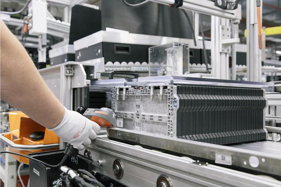 Production of lithium-ion batteries for drives of the future at Deutsche Accumotive GmbH & Co. KG, Kamenz